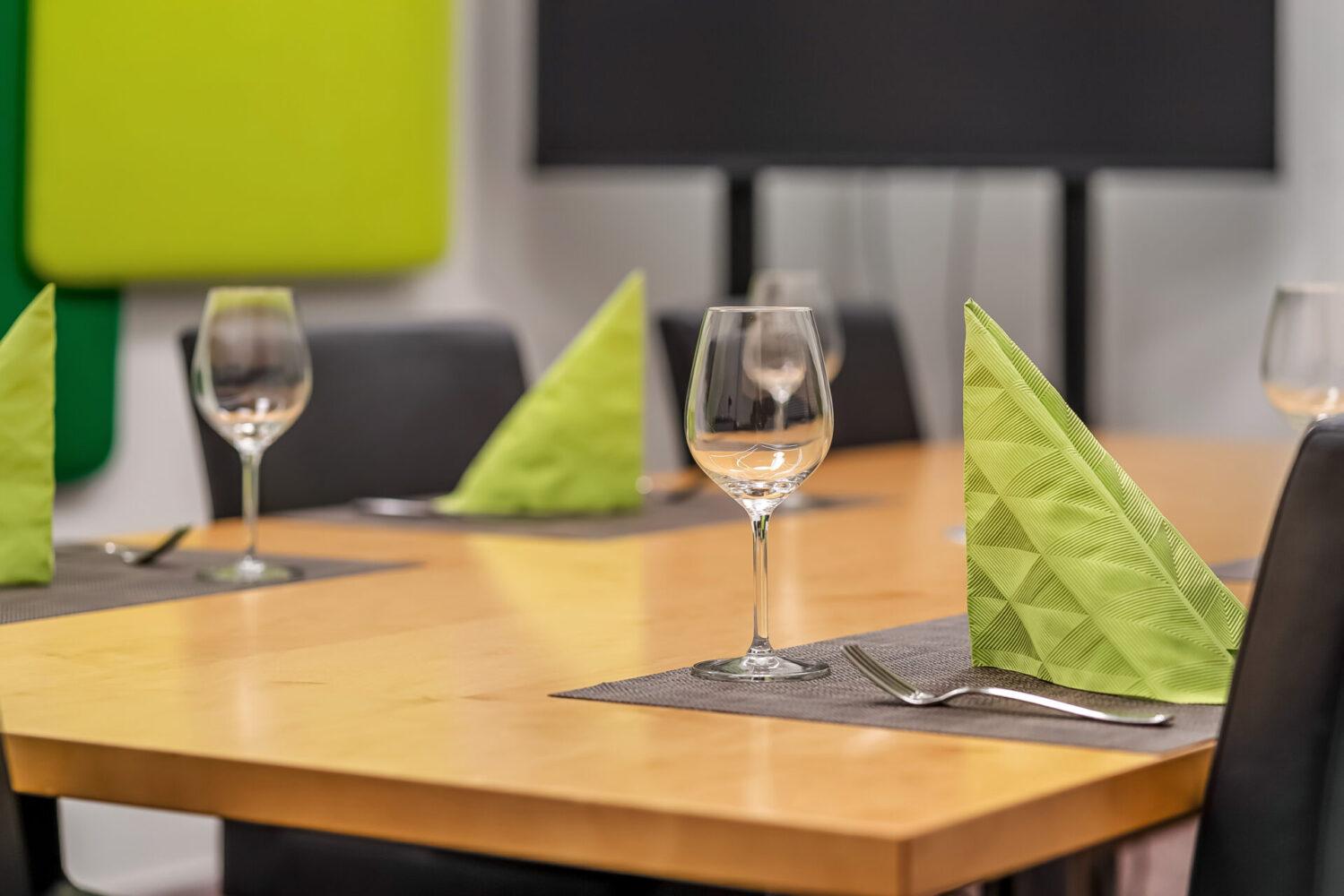 Vuokrattavat neuvottelutilat | Plaza Business Park | Toimitilat Vantaa